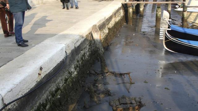 Canais de Veneza 'acordaram' secos