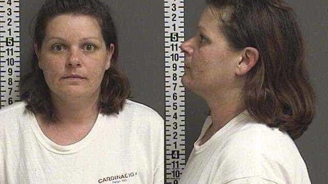 Prisão perpétua para mulher que tirou bebé da barriga de vizinha nos EUA