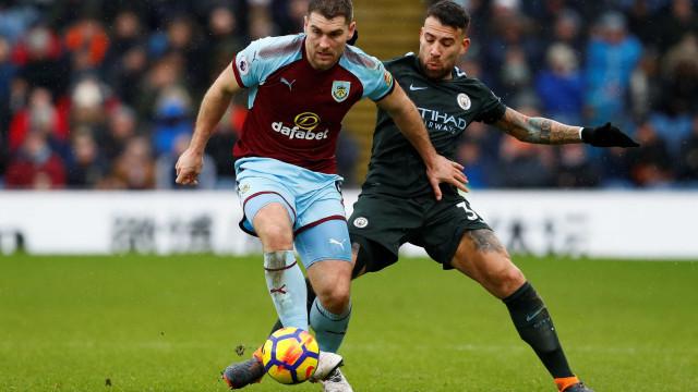 Gudmundsson rouba pontos ao Manchester City ao cair do pano