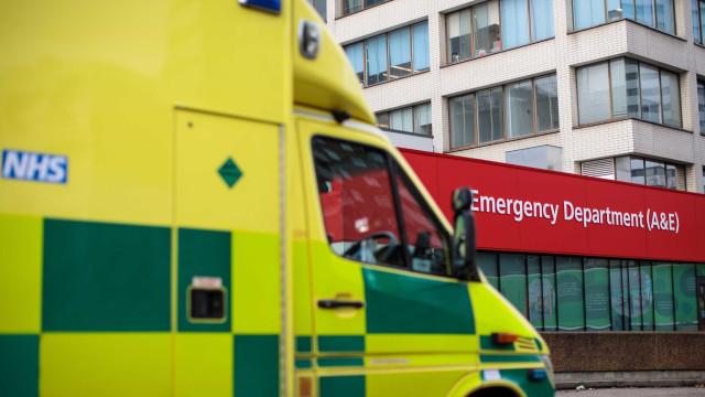 Ambulância assaltada enquanto equipa socorria doente