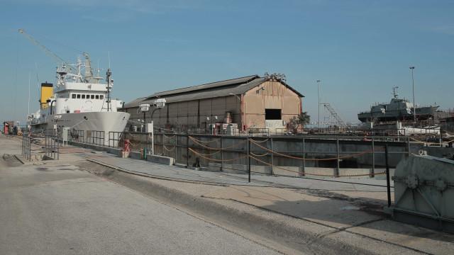 Quatro estrangeiros 'apanhados' na base naval de Lisboa