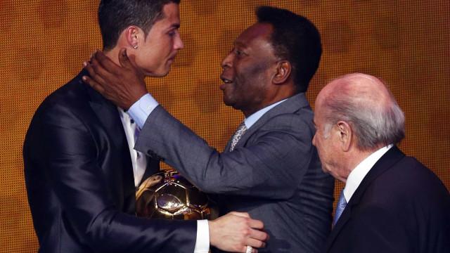 Em dia de aniversário, Pelé deixa curiosa felicitação a Ronaldo e Neymar