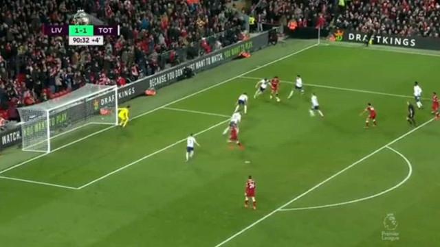 Depois deste golo, já há quem compare Salah a Messi