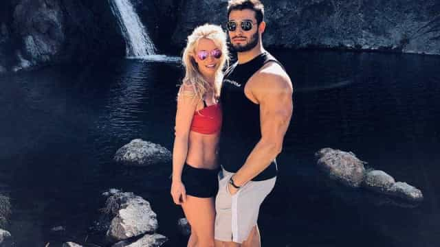 Britney Spears declara-se ao namorado em data especial