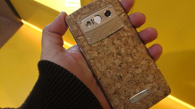 Iki Mobile: Visitámos a fábrica de onde saem telemóveis de cortiça