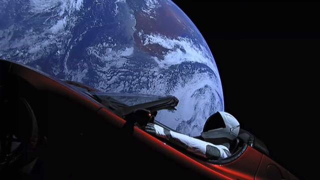 Tesla Roadster continua a sua viagem para lá de Marte