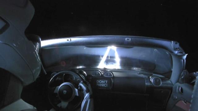 """""""Não entres em pânico!"""". A explicação da mensagem do Tesla espacial"""