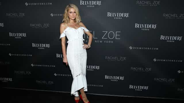 """Paris Hilton poderá ter três vestidos de noiva: """"Adoro mudar de roupa"""""""