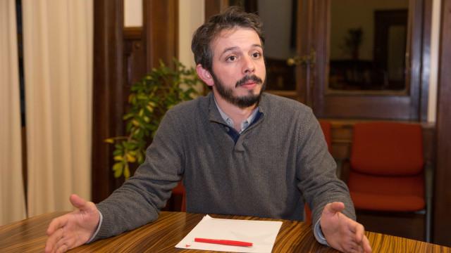Deputado do Bloco desafia Direita a revisitar jornais de 2012 a 2015