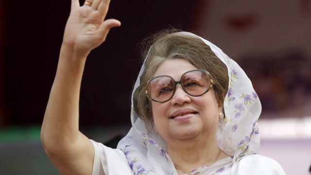 Ex-primeira-ministra do Bangladesh condenada a cinco anos de prisão