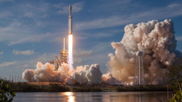 As melhores fotografias do impressionante lançamento da SpaceX