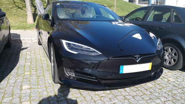 Passámos uns dias a bordo de um Tesla Model S. E contamos-lhe como foi