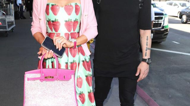 'Ex' de Paris Hilton quer que a socialite devolva anel de noivado