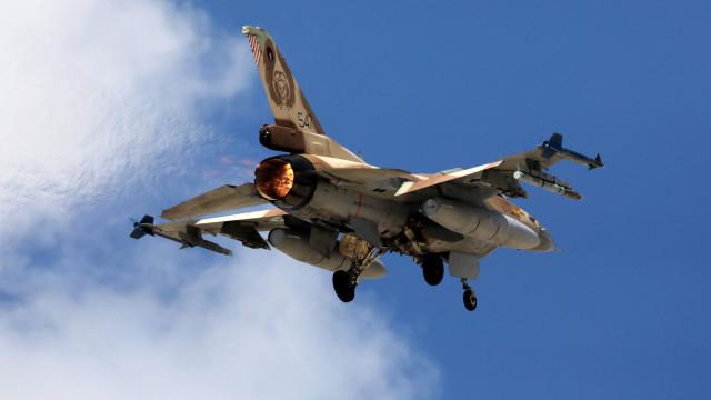 """Avião F16 israelita despenha-se na Síria após atacar """"alvos iranianos"""""""