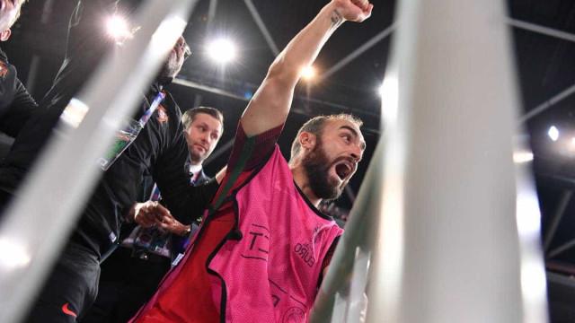 Campeões europeus de futsal recebidos em festa na chegada a Lisboa