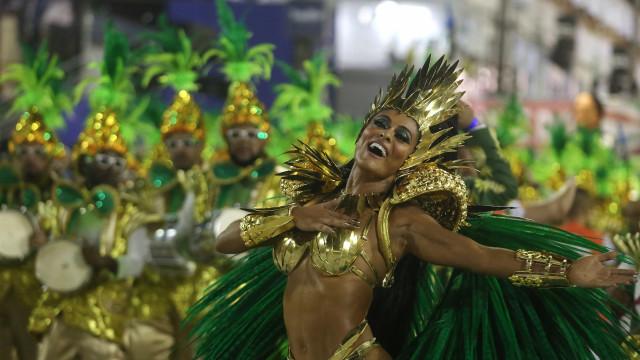 Veja a primeira noite de desfiles do Carnaval mais famoso do mundo