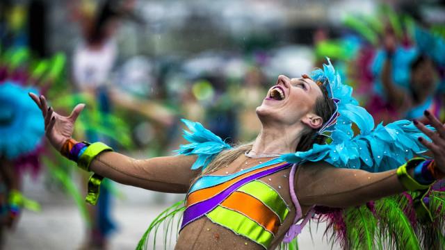 Carnaval já vai a meio mas chuva e frio continuam a querer 'desfilar'