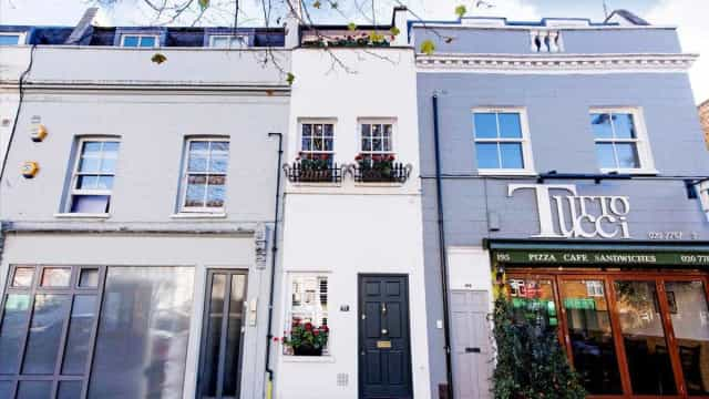 Famosa casa de 2,31 metros de largura está à venda