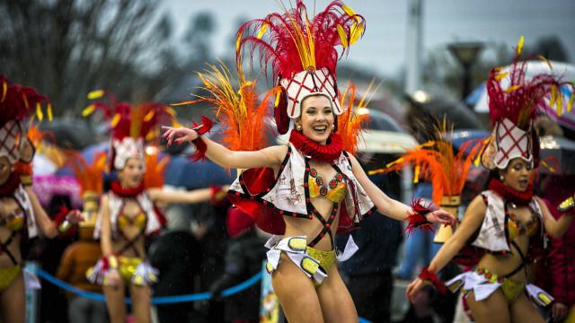 Chuva 'molhará' os desfiles do último dia de Carnaval em várias zonas