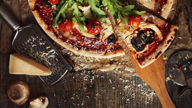 Estes são os erros que cometemos a comer pizza (segundo os italianos)