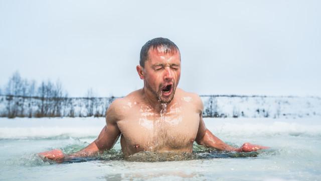 Mergulho em água fria põe fim a dor crónica