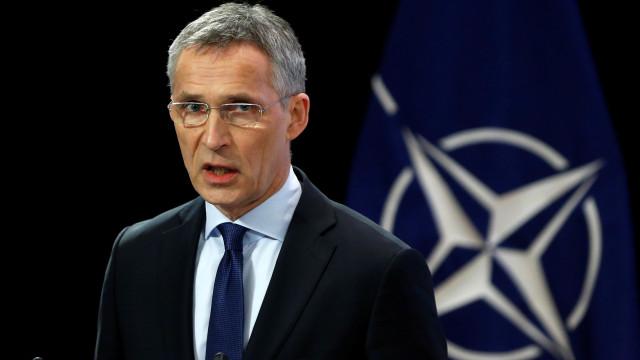 NATO expulsa sete diplomatas russos