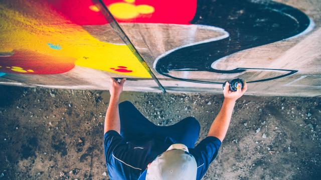 Apaga grafittis e é condenado a pagar mais de cinco milhões