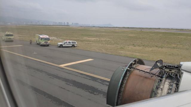 Homem deteta falha em avião durante voo e decide brincar com a situação