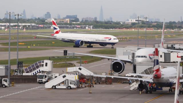 Aeroporto de Heathrow parado. Alarme de incêndio foi acionado