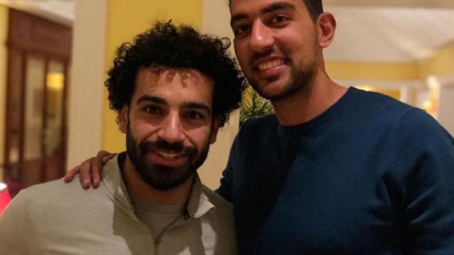 Mohamed Salah com receção especial na chegada a Portugal