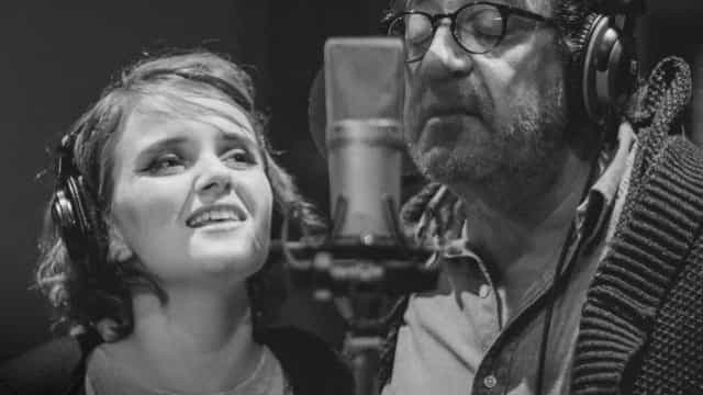Carolina Deslandes junta-se a Rui Veloso e lança 'Avião de Papel'