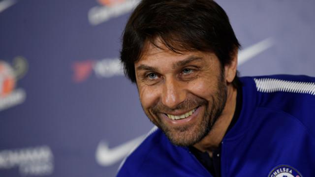 """Conte surpreendido em conferência: """"É um presente de Mourinho"""""""