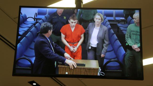 Florida: Chegou de Uber e após massacre sentou-se num McDonald's