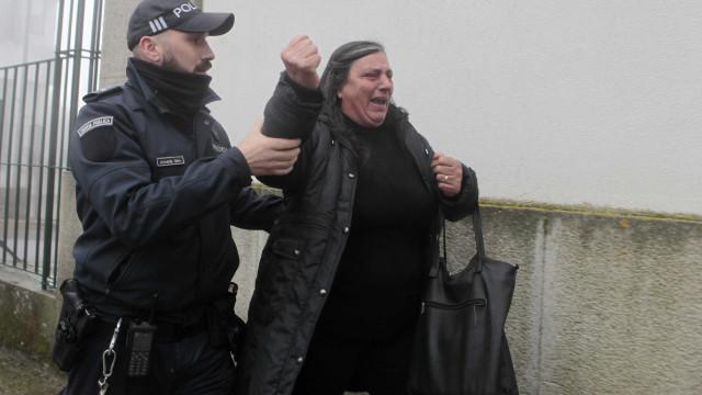 """""""Não aguento mais"""". Mãe de Liliane Pinto abandona sala de audiências"""