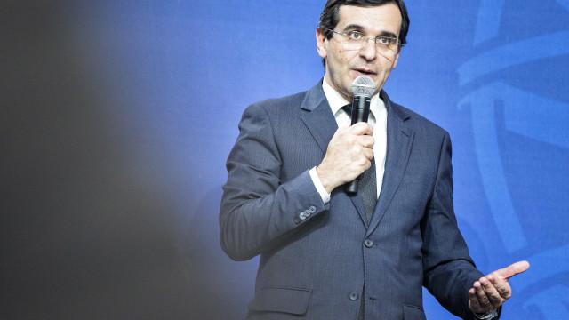 """Ministro garante pagamento de dívidas aos fornecedores """"dentro de dias"""""""