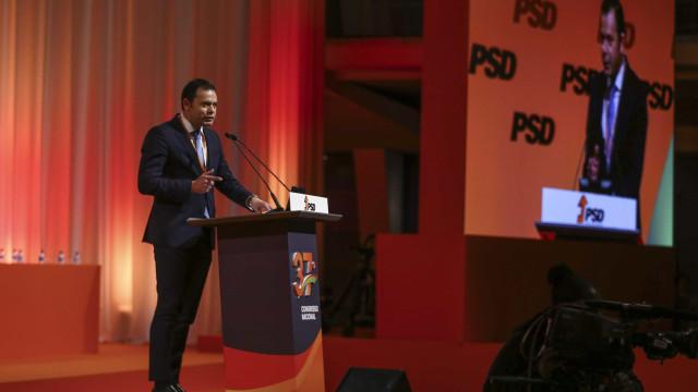 Luís Montenegro anuncia que vai deixar grupo parlamentar do PSD