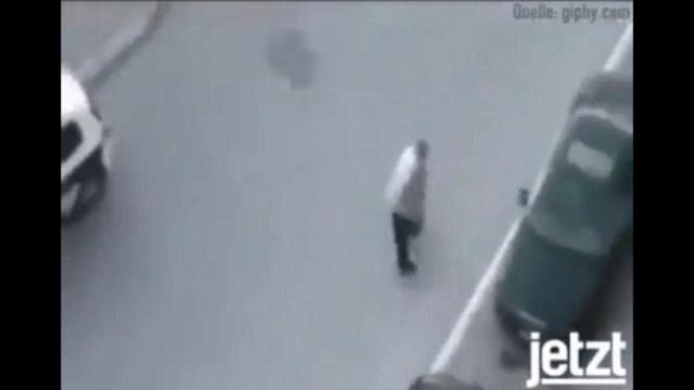 Tentou fugir enquanto polícia foi buscar o 'balão'. Deu nisto