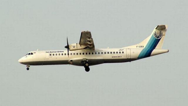 Avião com cerca de 60 pessoas despenha-se no Irão