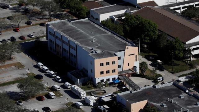 Alunos de Columbine ganham esperança graças a sobreviventes do tiroteio