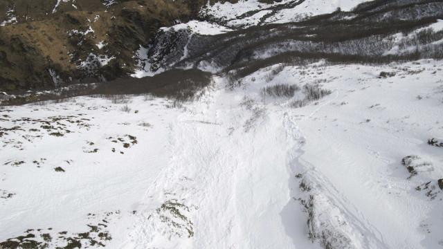 Avalanche atinge pelo menos 10 pessoas na Suíça