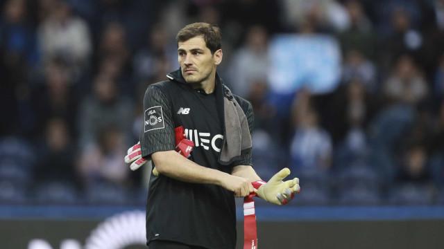 Espanhóis 'aplaudem' regresso de Casillas à baliza do FC Porto