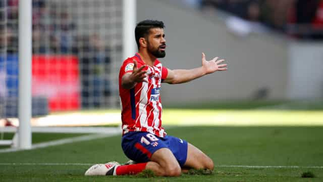 """Diego Costa 'atira-se' aos árbitros: """"Alguns têm a mania..."""""""