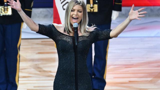 Após interpretar hino norte-americano, Fergie recebe duras críticas