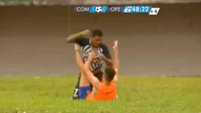 Jogador brasileiro agrediu brutalmente apanha-bolas