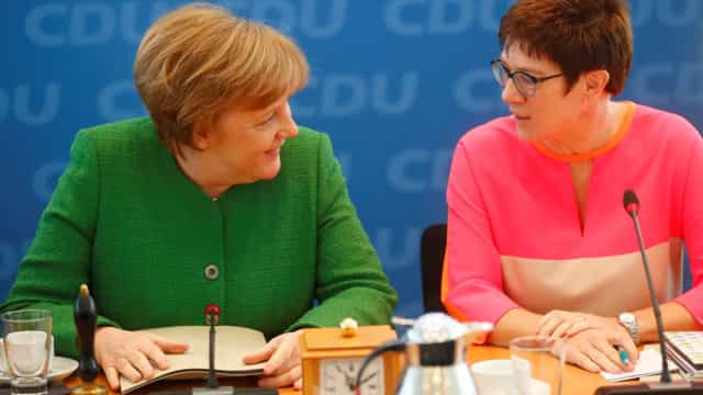 Angela Merkel designa 'número dois' no seu CDU