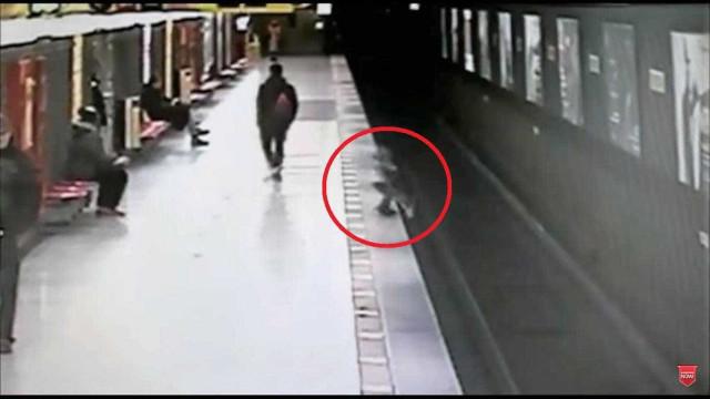 Jovem salva menino de dois anos que caiu na linha de metro em Milão