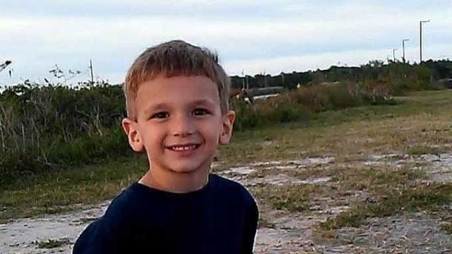 EUA: Mãe mata filho de cinco anos ao fazer marcha-atrás