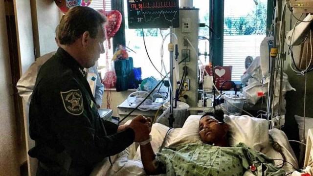 Florida: Polícia visita jovem que levou cinco tiros para salvar colegas