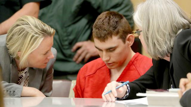 """""""Se ele quer ter uma arma, pode ter"""", disse mãe do atirador de Parkland"""