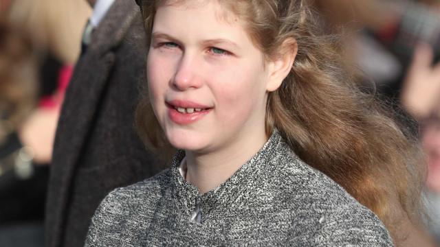Neta da rainha Isabel II sofreu um acidente enquanto esquiava